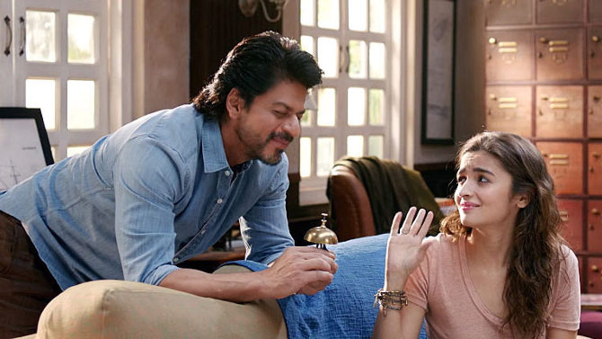 jojiw51k5a8ju1c7.D.0.Alia-Bhatt--Shah-Rukh-Khan-Dear-Zindagi-Movie-Song-Stills--4-